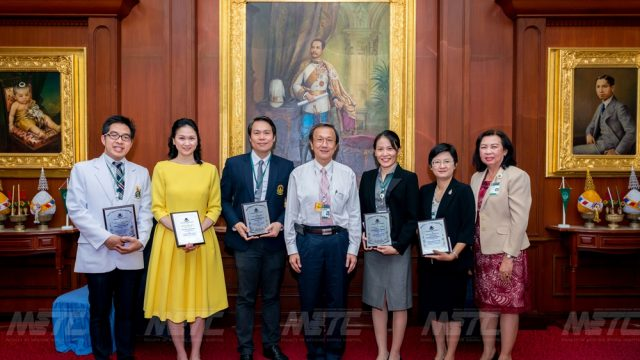 THE AWARD OF EXCELLENCE 2014 by Faculty of Medicine Siriraj Hospita
