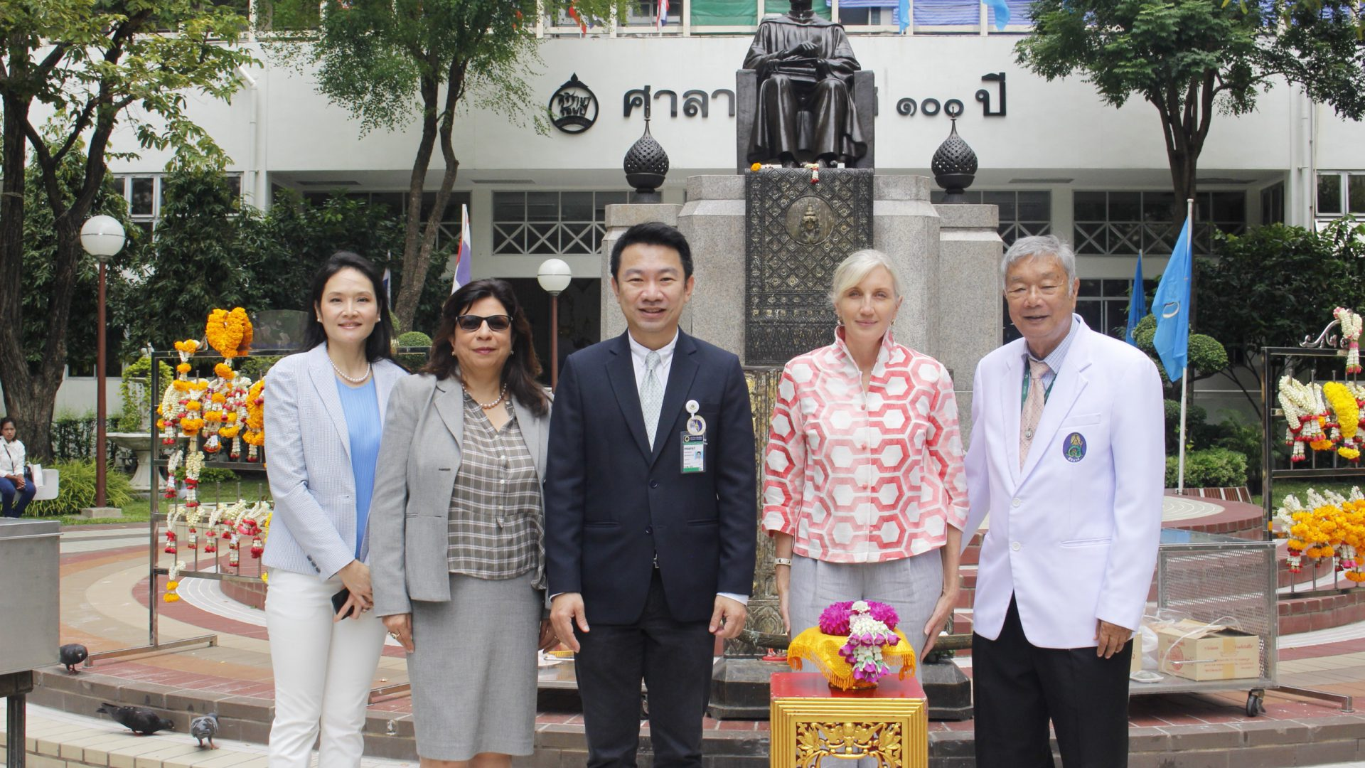 Rockefeller Foundation Visits Siriraj